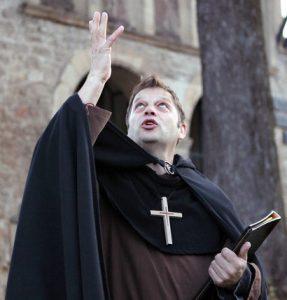 Mönch Wilfried sucht Hilfe